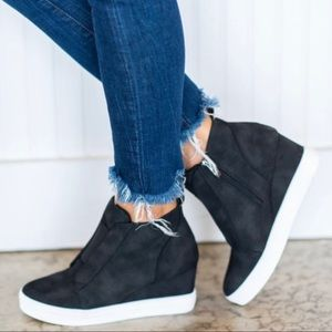 Shoes - ⭐️Black Wedge Sneakers